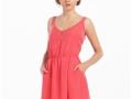 Vestido corto en color rosa.