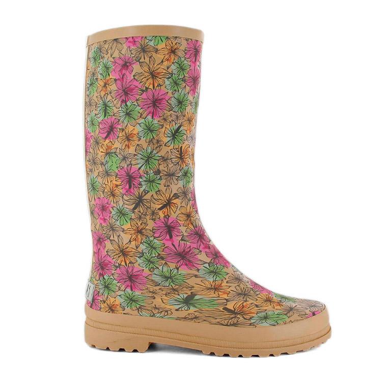 Camina bajo la lluvia con alegría