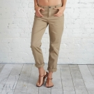 Pantalones chinos colección femenina Adam Levine
