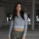 Suéter corto de la colección femenina Adam Levine