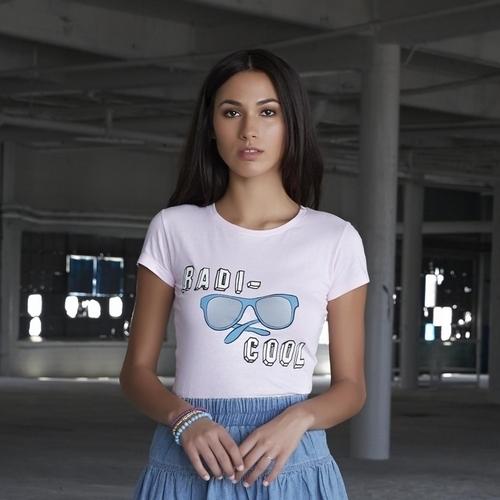 Camiseta gráfica de la colección femenina Adam Levine
