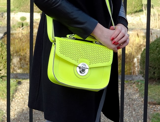 Bolso amarillo flúor New Look