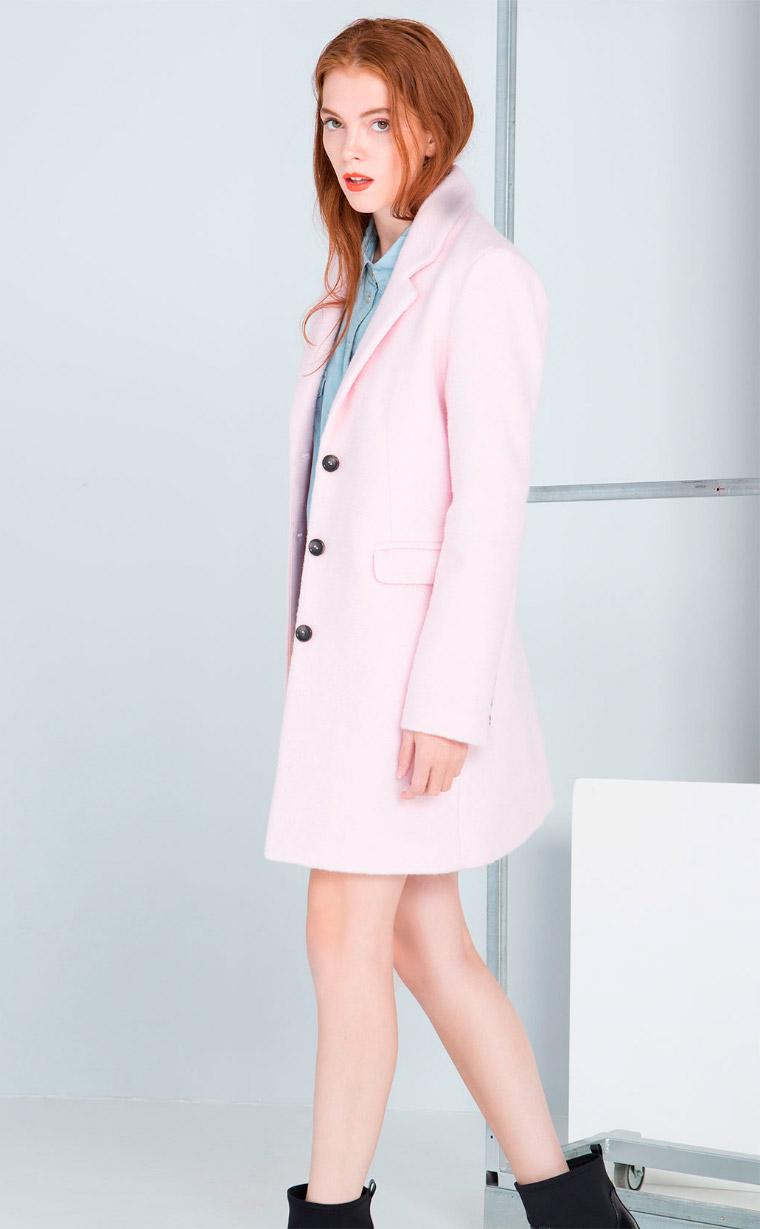 Abrigo lanero de color rosa nude