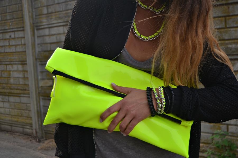 Bolso en amarillo fluorescente
