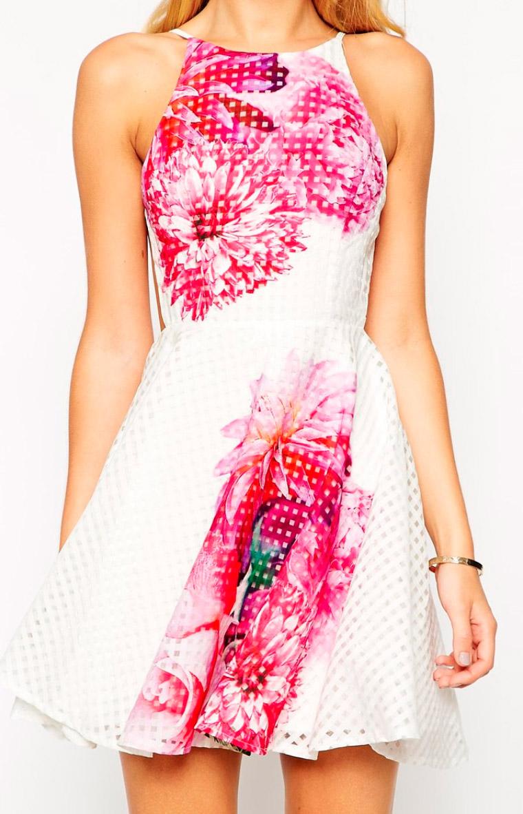 Vestido con estampado de flores y cuadros guinga